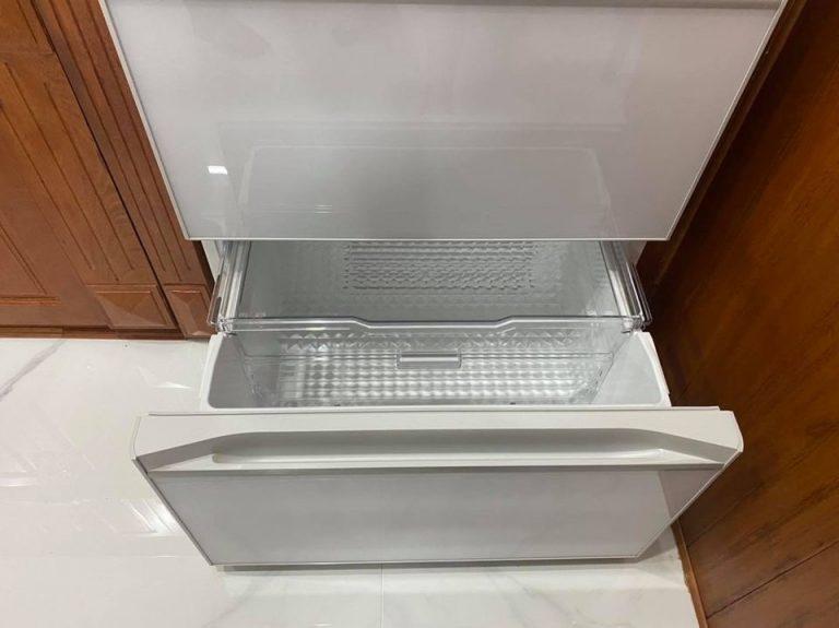 Tủ lạnh Hitachi R-HW52N, dung tích 520 lít